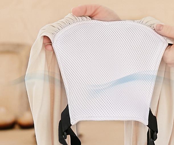 スモルビの背板は通気性がよいメッシュ素材になっている